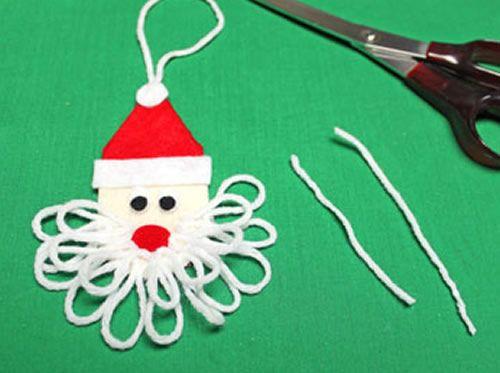 Cortando o fio de lã para fazer o bigode