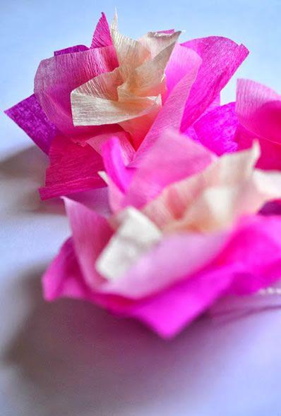 Passo a passo para fazer florzinha de papel crepom