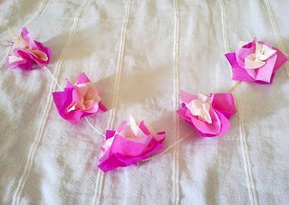 Papel crepom para criar florezinhas artesanais