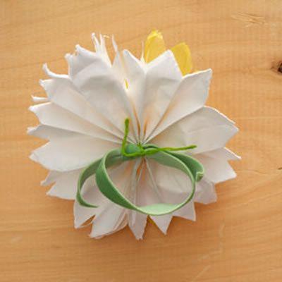 Linda flor de papel seda passo a passo