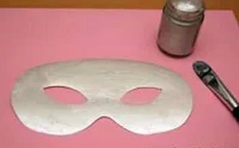 Pintando uma linda máscara de Carnaval passo a passo