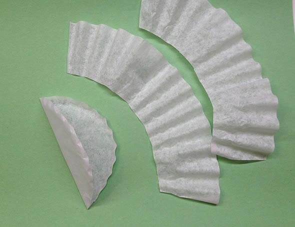 Fazendo os babadinhos com papel