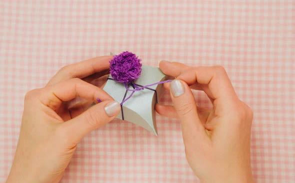 Colocando puff de tecido