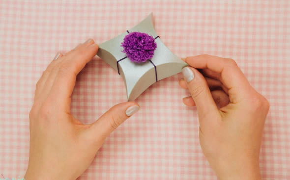 Linda caixinha artesanal de papel