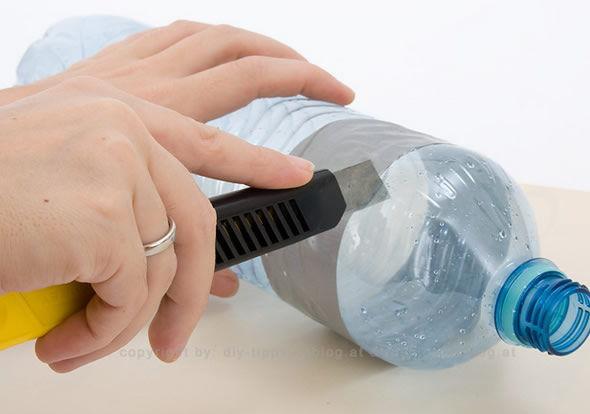 Criando o artesanato com garrafa PET