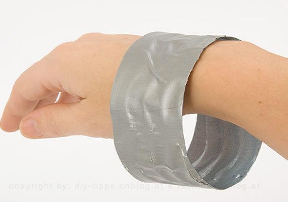 Tirando o molde no pulso