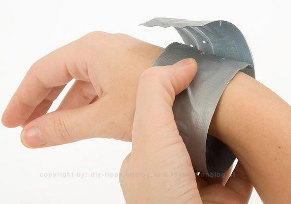 Ajustando a pulseira no braço