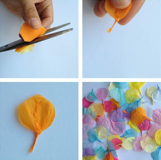 Primeiro corte as flores para fazer o cartão