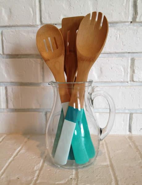 Colheres de pau para decorar a cozinha