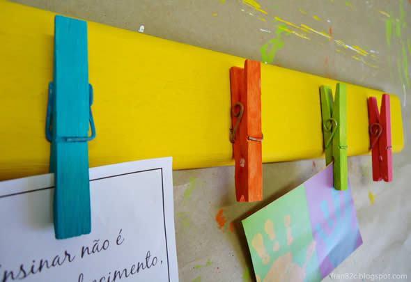 Mural de recados colorido com pregadores passo a passo for Como fazer um mural de recados