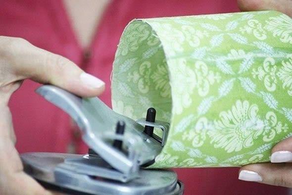 Criando um artesanato com reciclagem para decoração da casa
