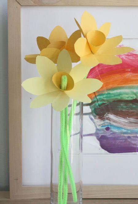 Como fazer decoração com flores de papel