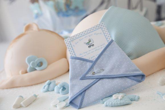 fraldinha em tecido de chá de fraldas e cha de bebe convite