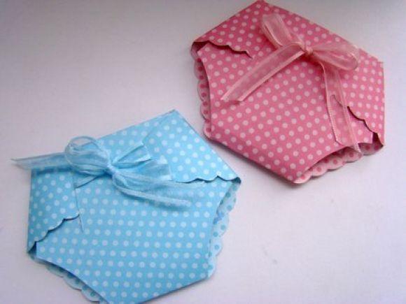 fraldinha em cartolina de chá de fraldas e cha de bebe