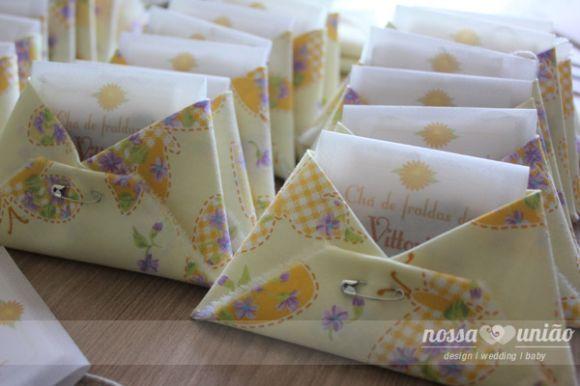 fraldinha convite em papel de chá de fraldas e cha de bebe