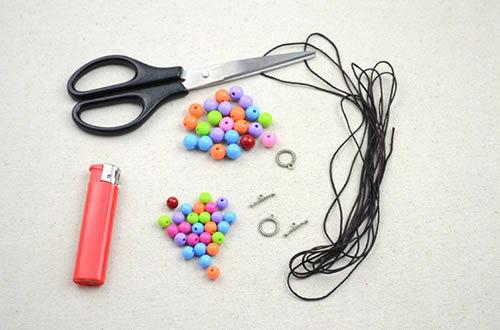 Materiais para fazer um colar de miçangas