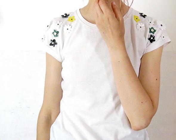 Camisas personalizadas com flores de plástico