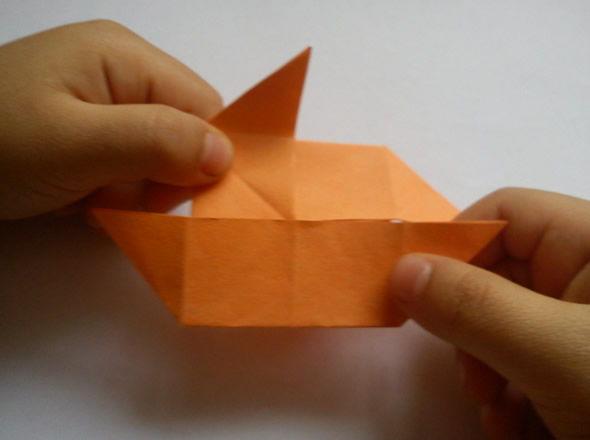 Confeccionando artesanato com papel