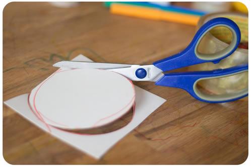 Brinquedo artesanal para crianças com reciclagem