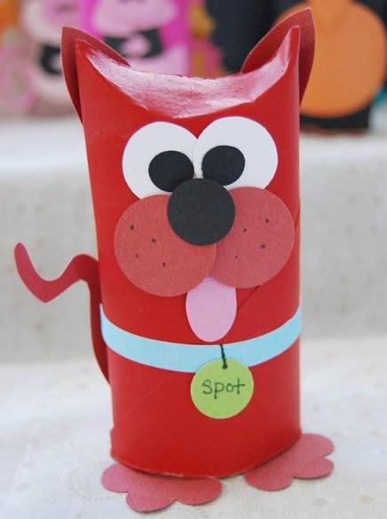 Bichinho de rolinho de papel com reciclagem