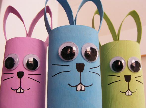 Coelhinhos com reciclagem de rolo de papelão para decoração