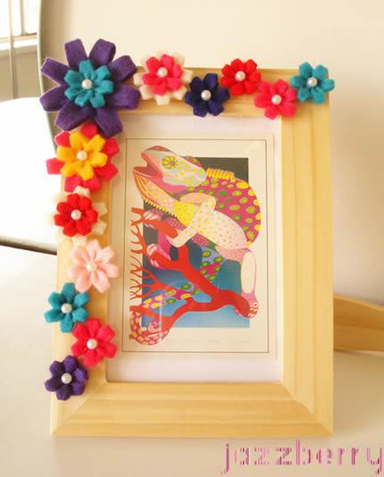 Quadro decorado com flores de feltro