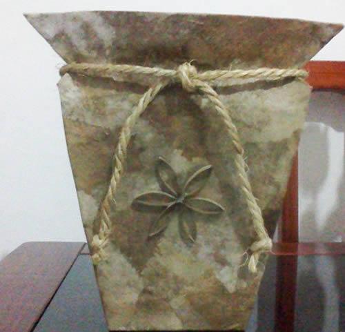 Vaso feito com caixa de leite