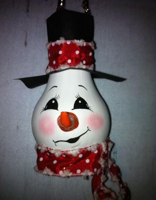 decoracao para lampadas:15 ideias de decoração de Natal com lâmpadas velhas