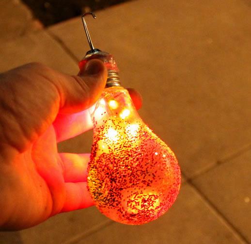 decoracao em lampadas: de decoração de Natal com lâmpadas velhas