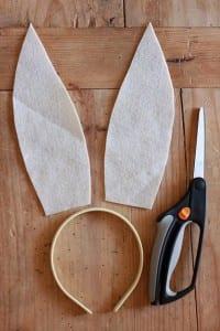 Como fazer orelhinhas de coelho com feltro passo a passo 02