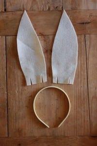 Como fazer orelhinhas de coelho com feltro passo a passo 04