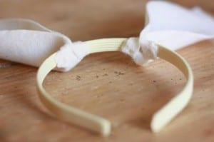 Como fazer orelhinhas de coelho com feltro passo a passo 10