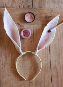 Como fazer orelhinhas de coelho com feltro passo a passo 15
