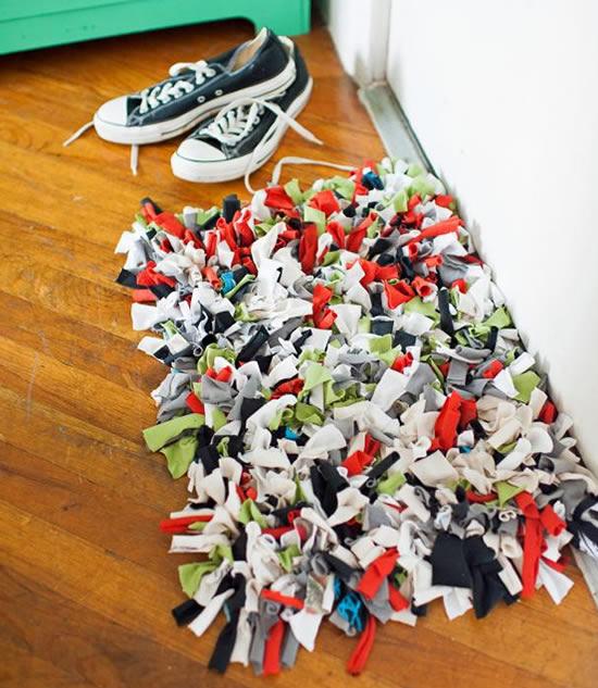 Como fazer tapete com camisetas velhas