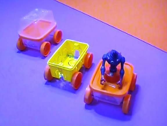 Carrinhos com reciclagem para o Dia das Crianças