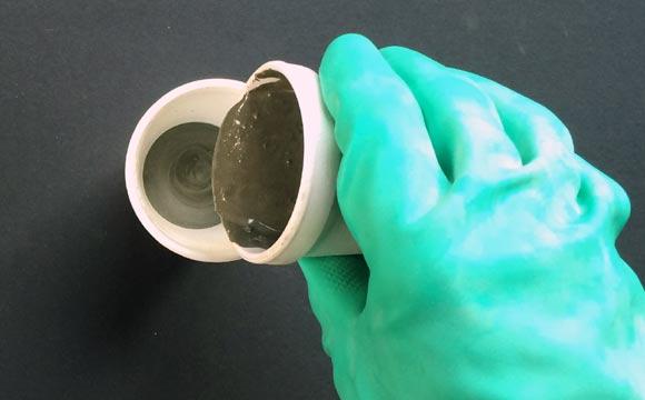 colocação do cimento de Como fazer vaso de cimento