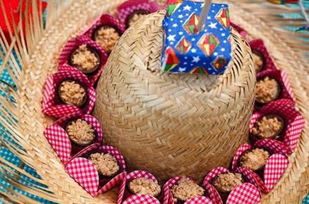 Decoração de Festa Junina Simples e Barata