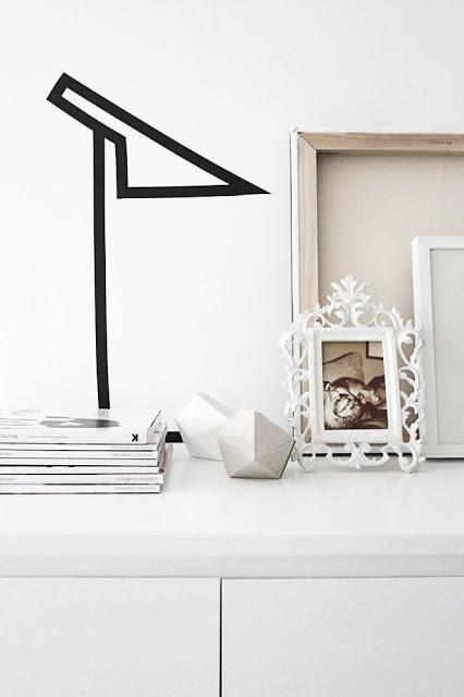 Como decorar paredes com fita isolante luminária