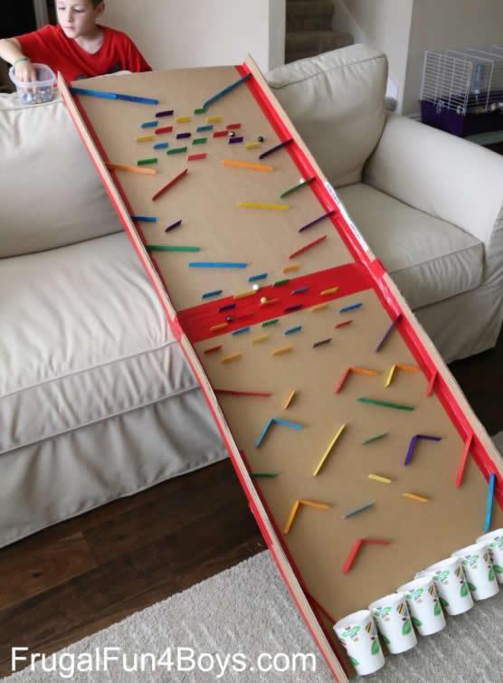 Brinquedo com Papelão e Palitos de Picolé