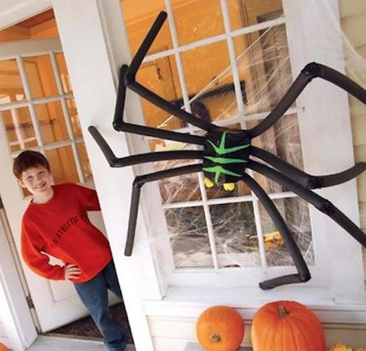 Aranha para Decoração de Halloween com Garrafa PET