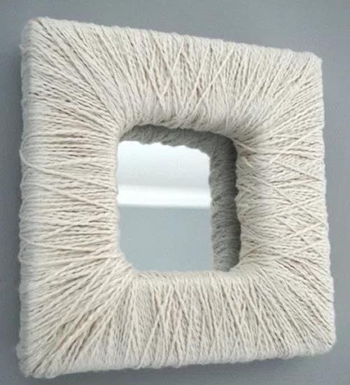 Decoração para espelho com fio de crochê