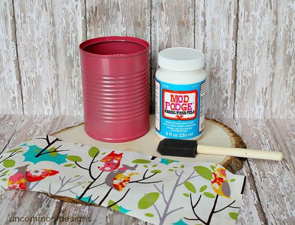 Como forrar latas com tecido