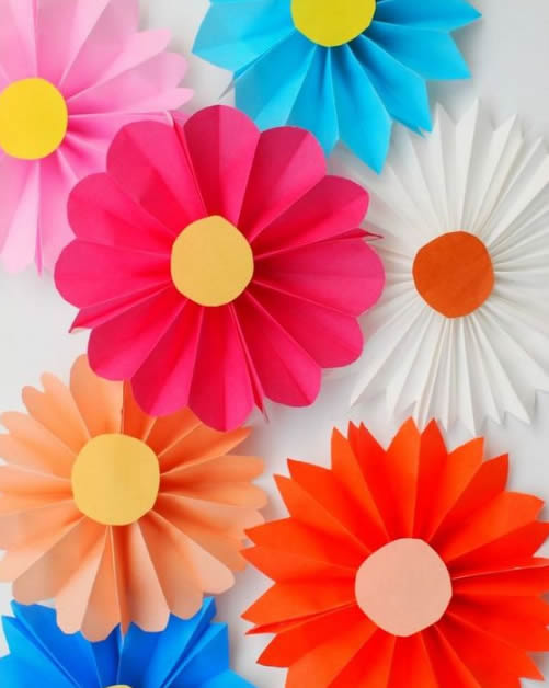 Flores de Papel Coloridas para Decoração de Festa