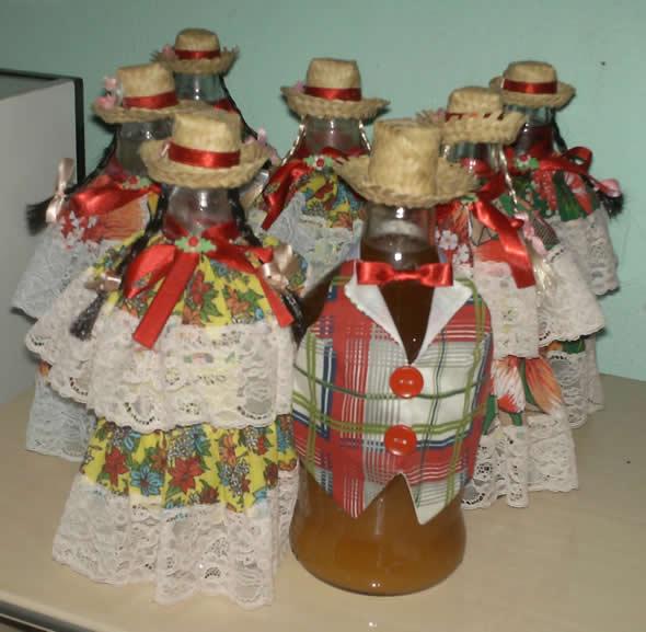 Garrafas Decoradas para Festa Junina Como fazer em casa -> Enfeite De Mesa Festa Junina Com Garrafa Pet