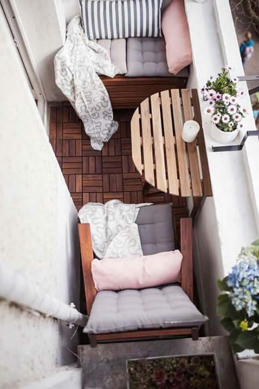 20 ideias para decorar a varanda pequena da casa como. Black Bedroom Furniture Sets. Home Design Ideas