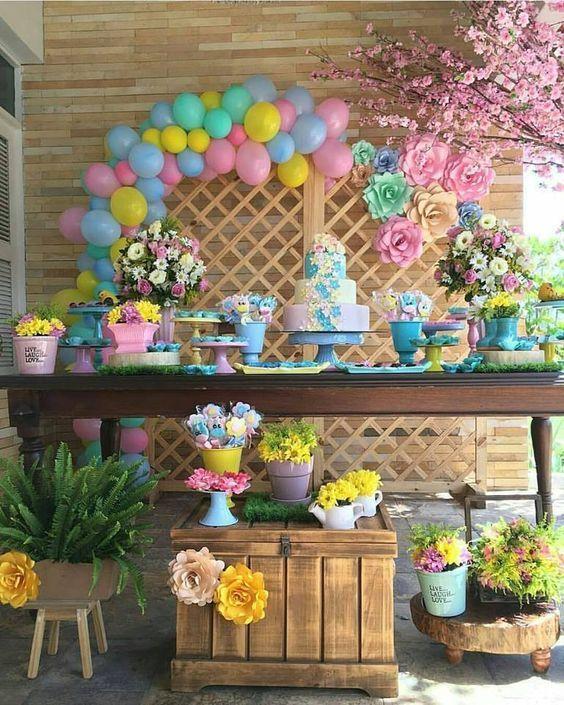 bolas em decoração de festa de unicórnio