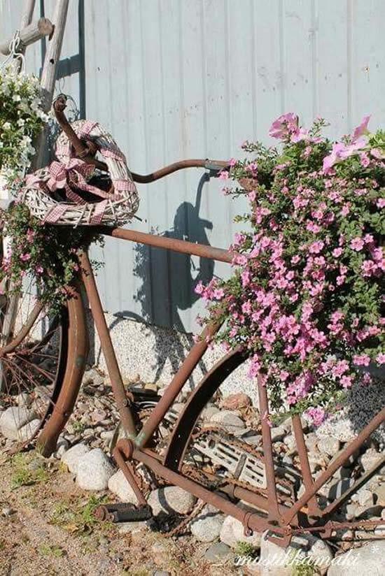 Decoração de Jardim com Bicicleta Velha