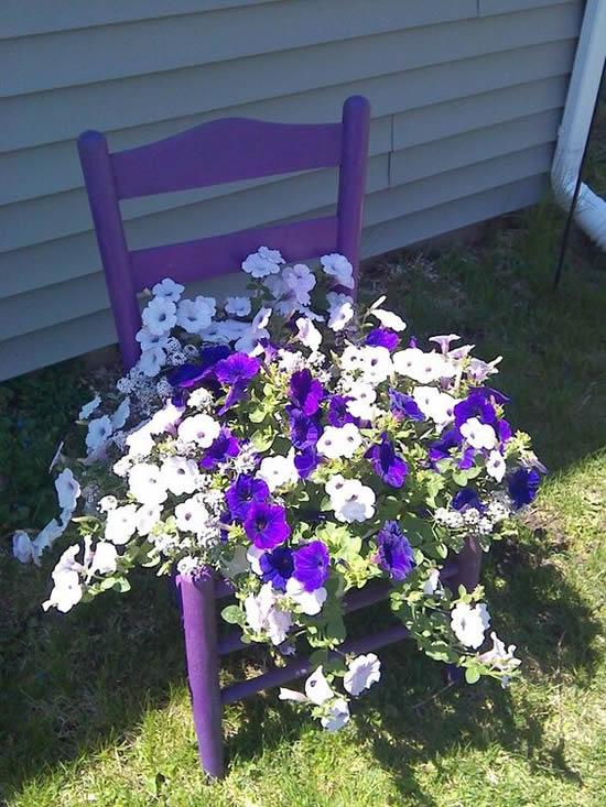 Decoração de Jardim com Cadeiras Velhas