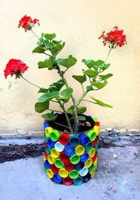 Decoração de Jardim com Recipientes Reciclados