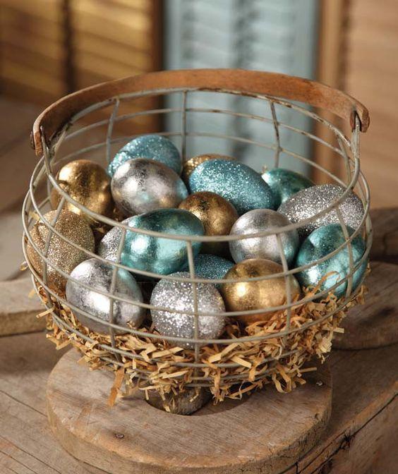 cesta de ovos decorados